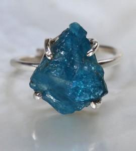 Bague ethnique bijoux argent griffe pierre bleue apatite
