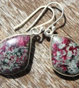 Bijoux ethniques boucles pierres naturelles rubis quartz shantilight