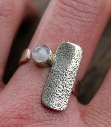 Bague argent ajustable plaque texturée pierre de lune naturelle